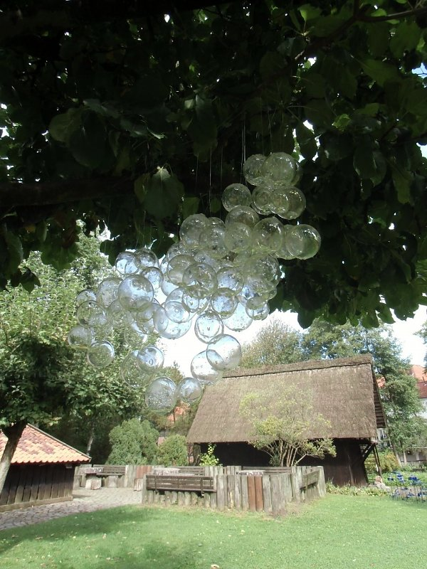 Glass rain cloud (Andrea Holz, Stadt Munster)